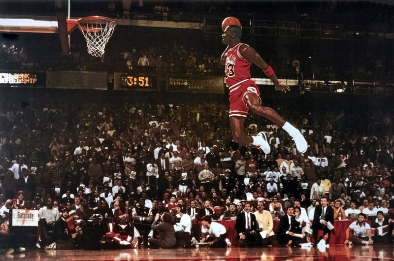 Michael Jordan: Incredible dunk.